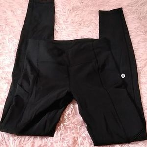 Black Lululemon leggings pockets size 2